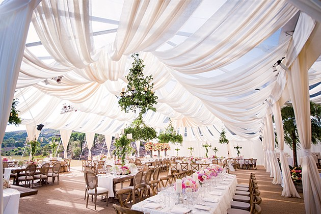 Itu0027s a refreshing take on tent decor because it lets the beauty of the simple sailcloth tent shine. & 17 Tent Ideas for after Florida Wedding Chapel Ceremony | Old ...